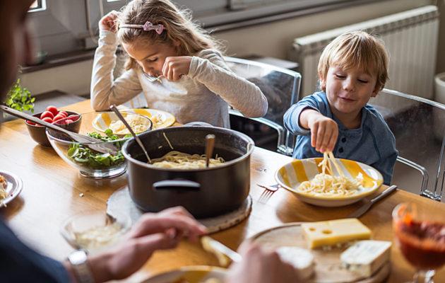 Parhaat äidin neuvot: ensin syödään, sitten ratkaistaan ongelmia.