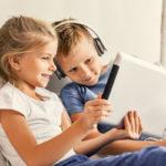 Pelaamisella ja lastenohjelmien katsomisella on hyvätkin puolensa, mutta liika on liikaa.