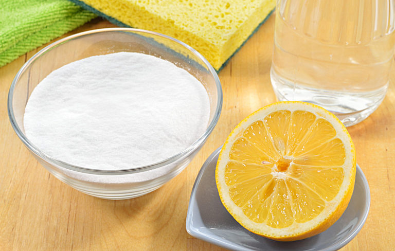 Siivous sujuu luonnonmukaisesti, kun kaapista löytyvät niin ruokasooda, sitruuna kuin etikka.