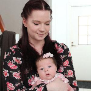 Pienen vauvan äiti Janina, 22, Uusimaa