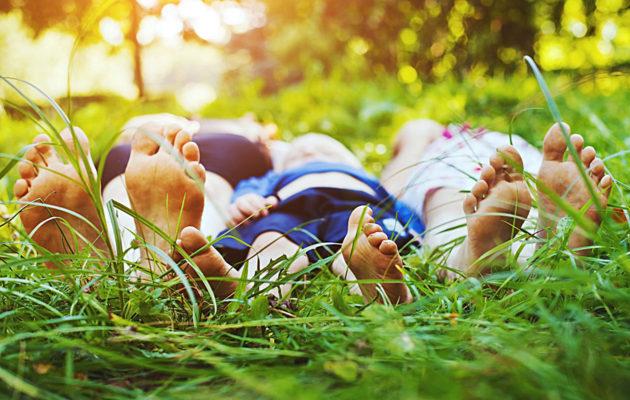 Edullista tekemistä lasten kanssa kesällä on esimerkiksi luonnossa liikkuminen.