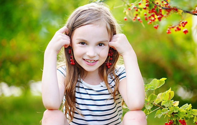 Laittaako korvakorut lapselle? Oikea ikä voi vaihdella lapsesta riippuen.