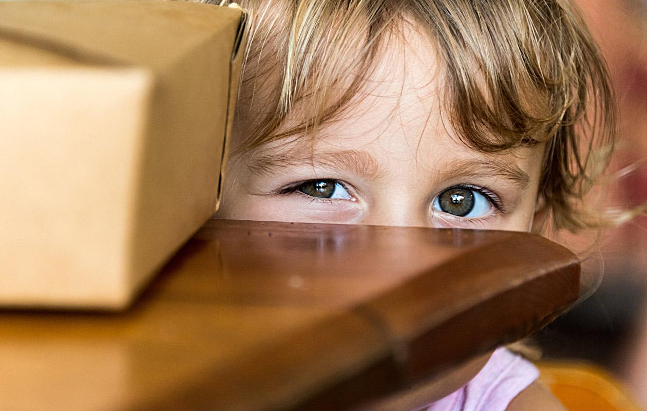 Jos lapsi ei näe kunnolla, hän saattaa olla muita varautuneempi ja arempi.