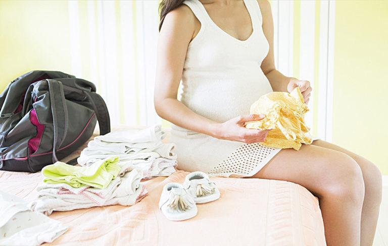 Kuinka valmistautua synnytykseen? Sairaalakassin sisältö voi aiheuttaa päänvaivaa. Säästy vaivalta ja lue nämä vinkit.