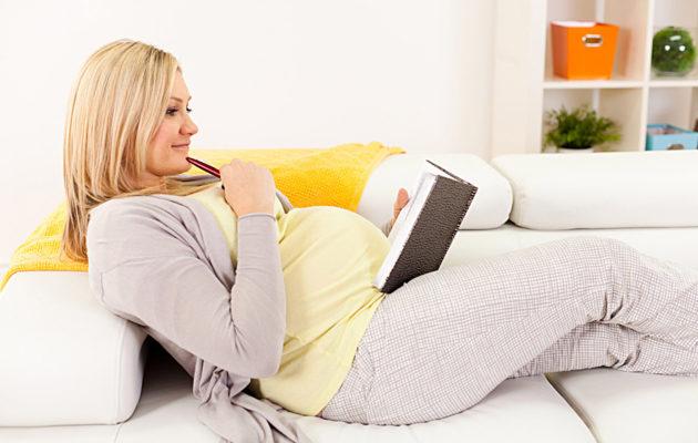 Kuinka valmistautua synnytykseen? Kirjaa ylös synnytystoiveesi.