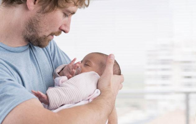 mies synnytyksessä