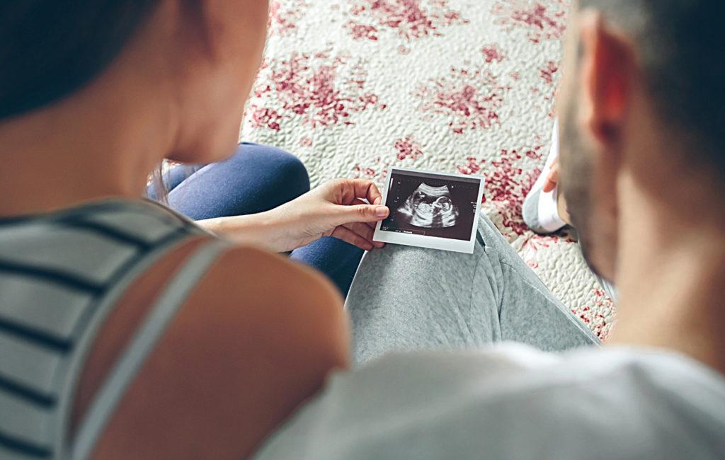Äitiysvapaa ja isyysvapaa kannattaa käyttää hyväksi, sillä vastasyntyneen ensihetket ovat arvokkaita.