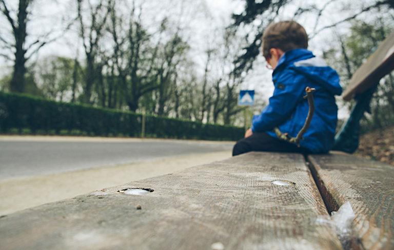 Lapsen tukeminen kriisissä edellyttää, että huomaa, milloin on hankittava ammattilaisen apua.