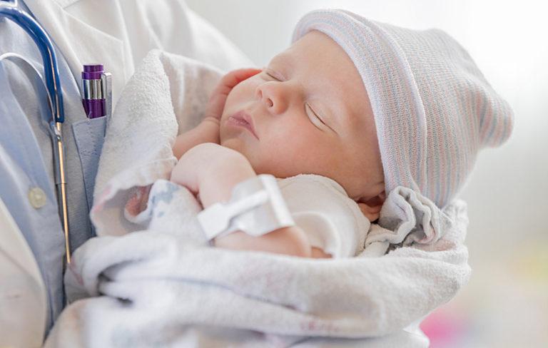 Kotiinlähtötarkastus varmistaa, että vauva voi lähteä kotiin.