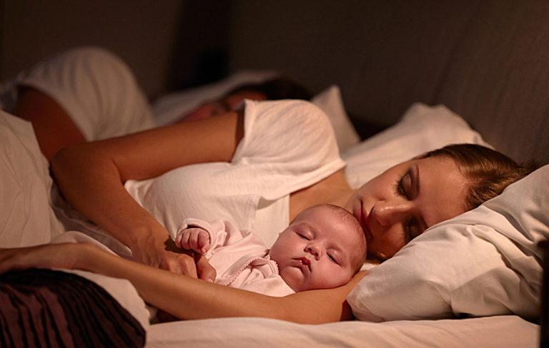 Synnytyksen jälkeinen seksi voi tuntua kaukaiselta ajatukselta, kun lapsi vie kaikki voimat.