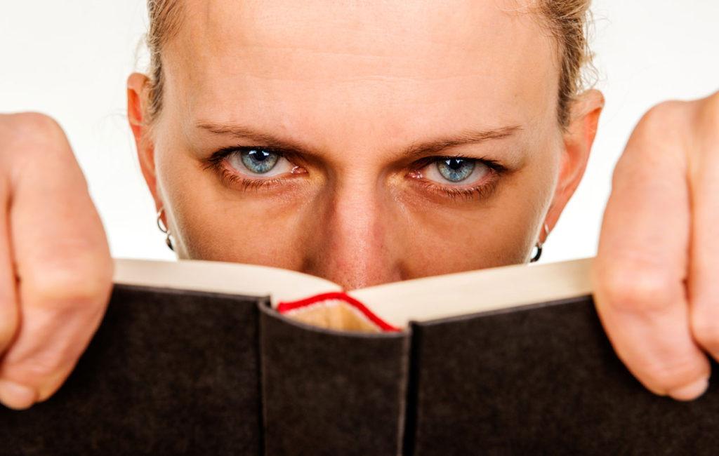 kirjojen-päällystäminen