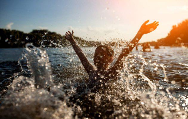 Pärjääkö lapsi yksin uimarannalla?