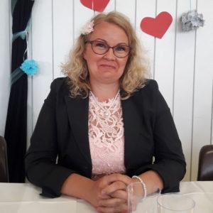 Kaksostyttöjen äiti Mirja, 42