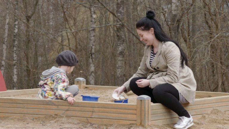 Toisenlaiset teiniäidit Crista haluaa saada lapsensa nuorena.