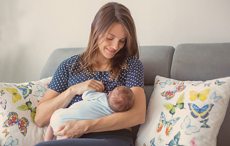 Imetyksen turvamerkit kertovat, että vauva saa tarpeeksi maitoa.