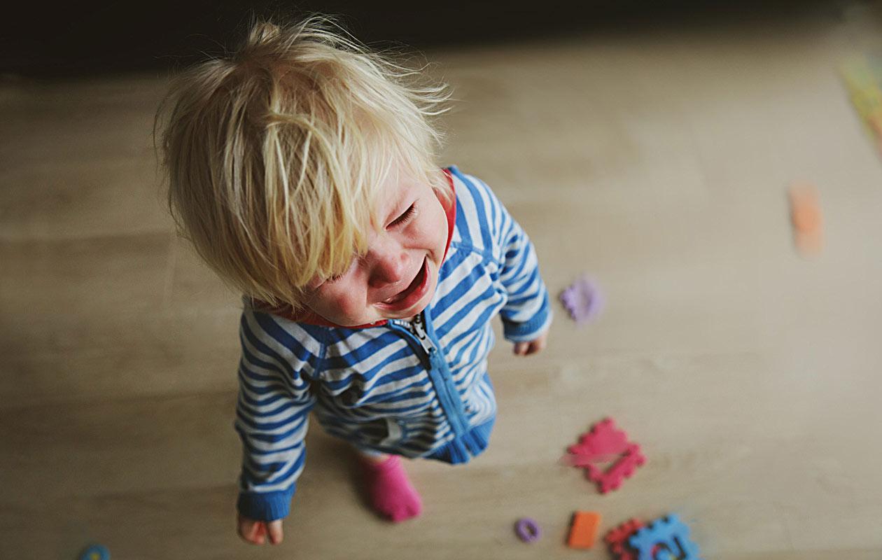Uhmaiän kiukuttelu koettelee vanhempien hermoja.
