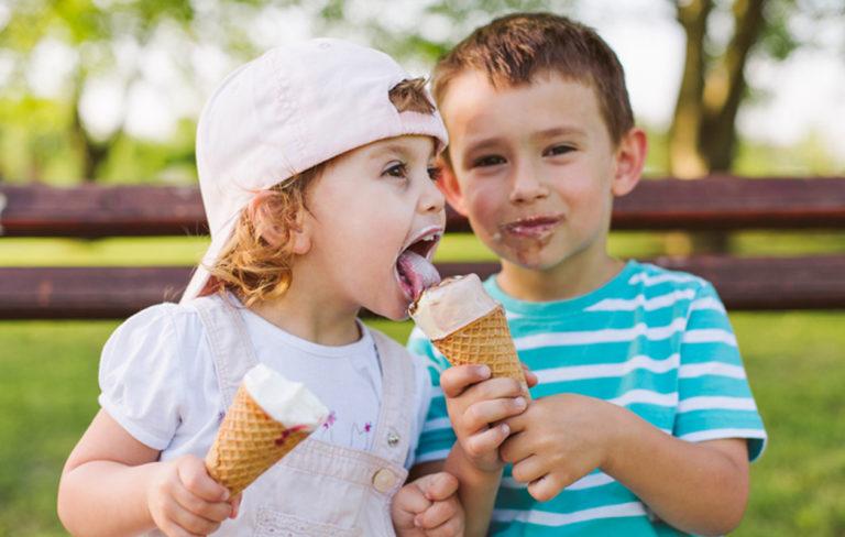 Jäätelöä ja lapsia