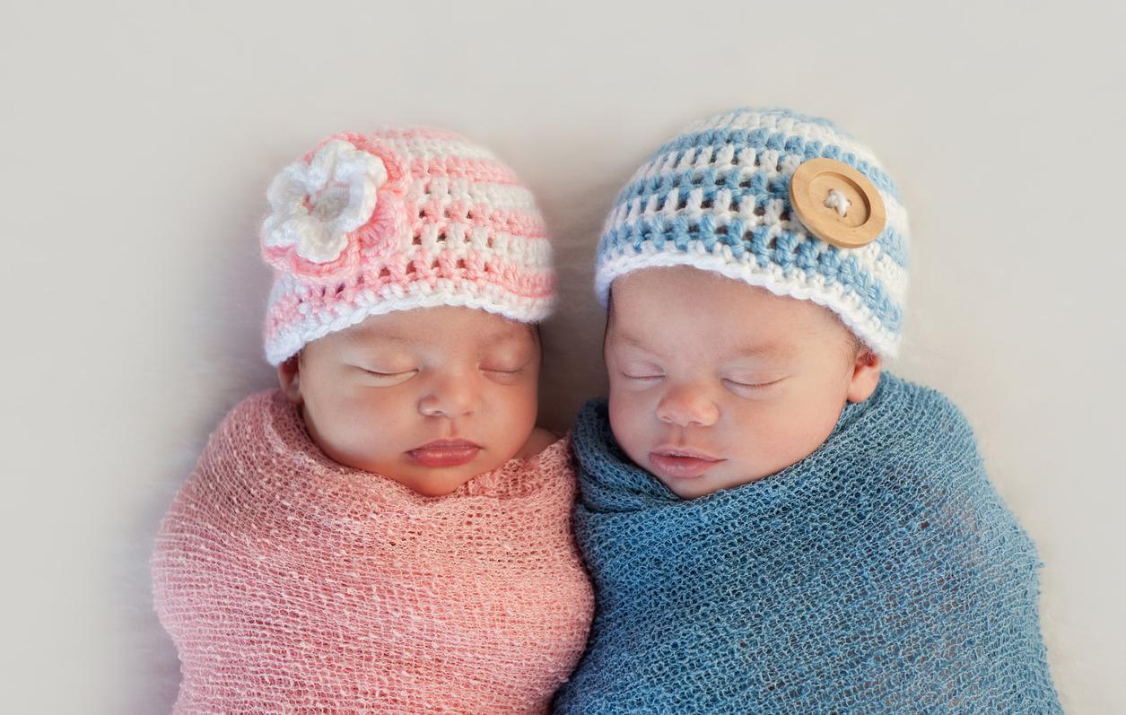 Tyttövauva ja poikavauva.