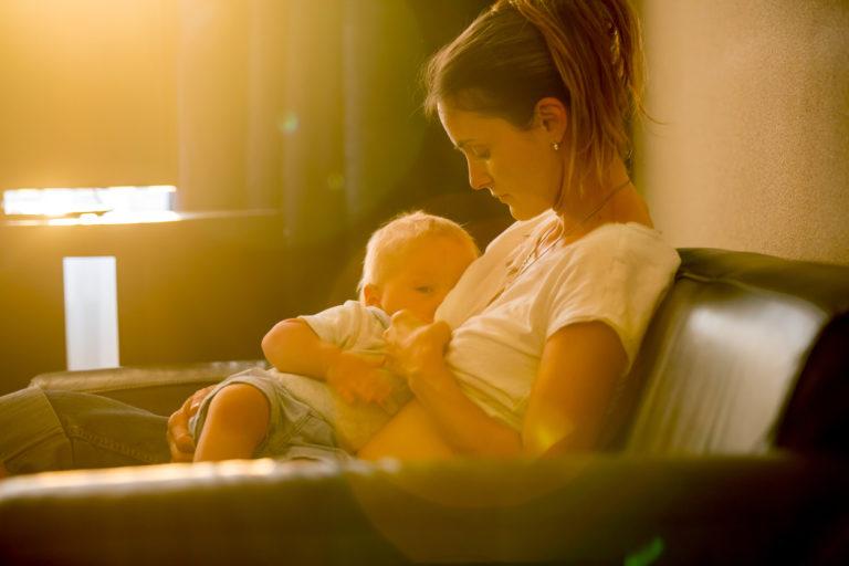 yöimetyksen lopettaminen: yösyötöt voi lopettaa, kun lapsi on puolivuotias tai vanhempi