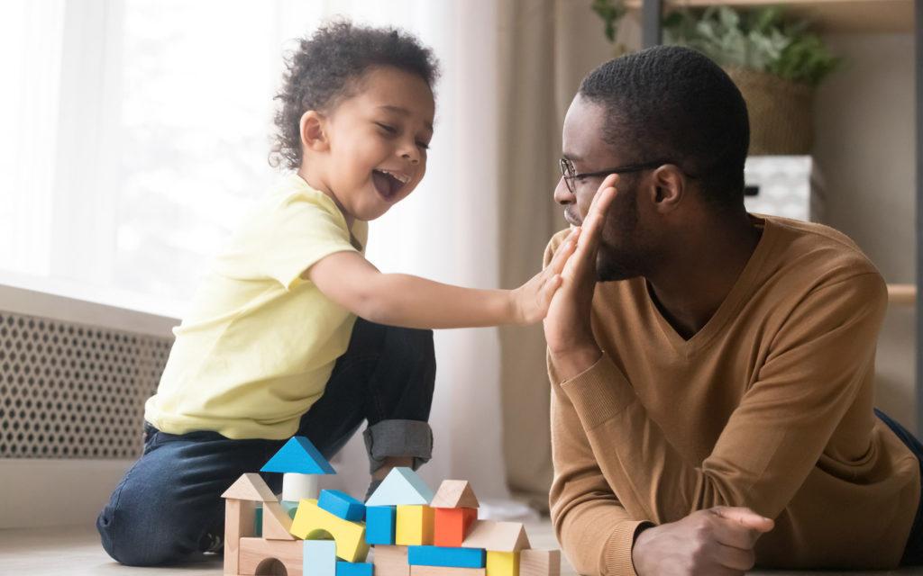 Lapsen kieltäminen on tärkeää, jotta lapsi oppii, kuinka maailmassa kuuluu toimia.