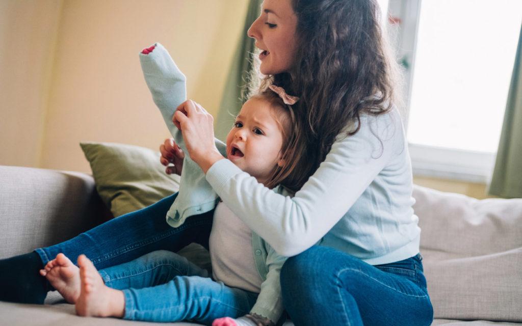 Pukeminen on tyypillinen tilanne, jossa lapsi ei tottele vanhempaa.