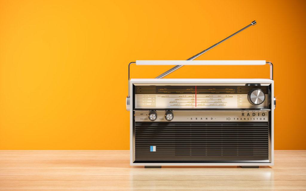 Vanhasta radiosta saa oivan white noise -laitteen.