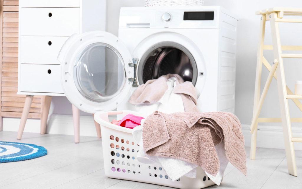 Pyyhkeiden vaihtaminen on yksi keino estää taudin tarttuminen.