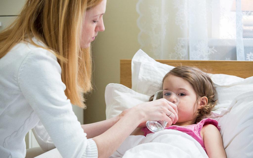 Viruksen tarttuminen on mahdollista juomalasista.