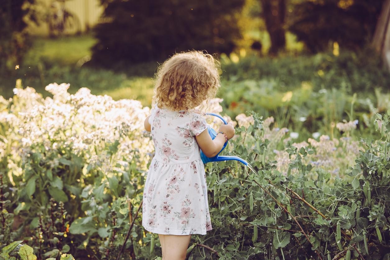 """5-vuotias itsenäistyy ja tiedostaa, että pian hän on """"iso"""" koululainen."""