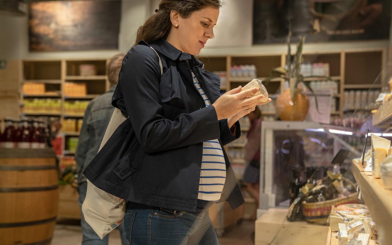 Joulupöytä ja raskaus voi olla haastava yhdistelmä. Tietyt juustot ovat sallittuja ja toiset puolestaan kiellettyjä.