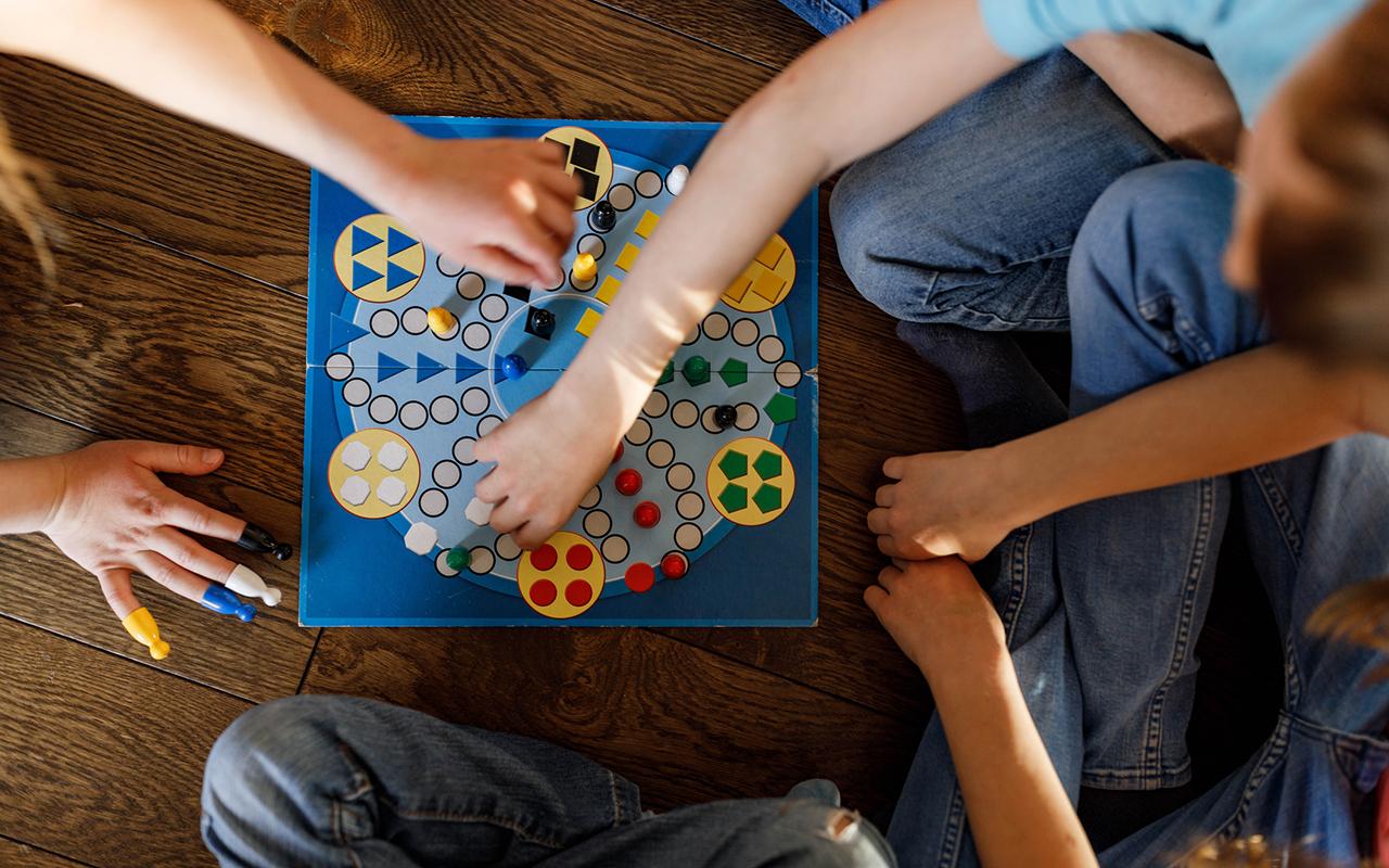 Kiusaaja on usein hukassa siitä, missä kohtaa leikki muuttuu kiusaamiseksi. Tunnistamisessa auttaa, kun lapsi oppii vanhemman tuella muiden ihmisten tunteiden huomioimista.