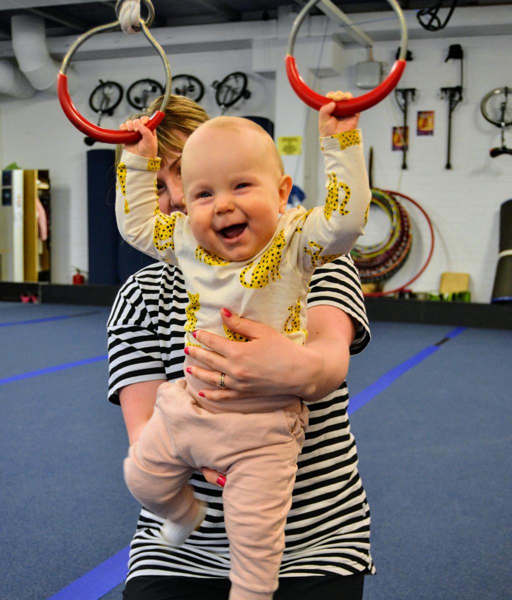 Vauvasirkus on mahdollista aloittaa, kun vauva osaa kannatella hyvin päätään.