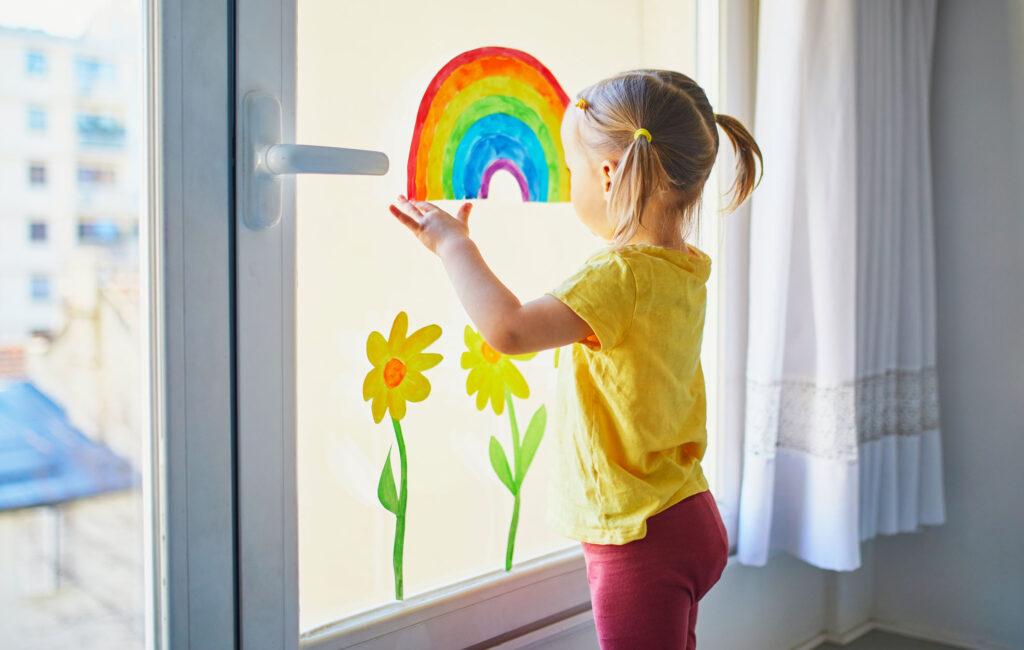 Lapsen päiväkotipäivä jää vanhemmalta helposti hämärän peittoon.