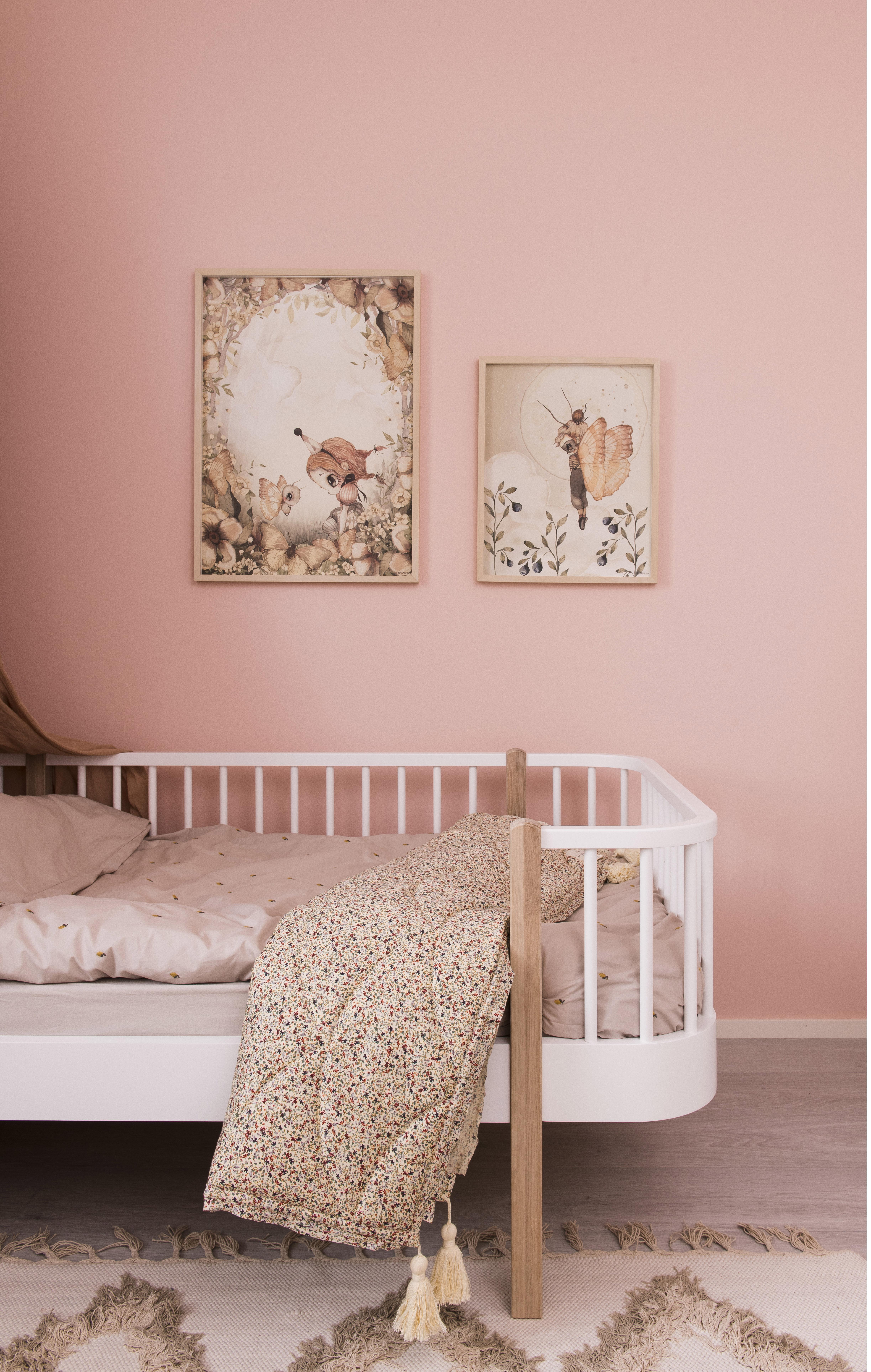 Lastenhuoneen sisustus kevenee pinnoja sisältävien huonekalujen avulla