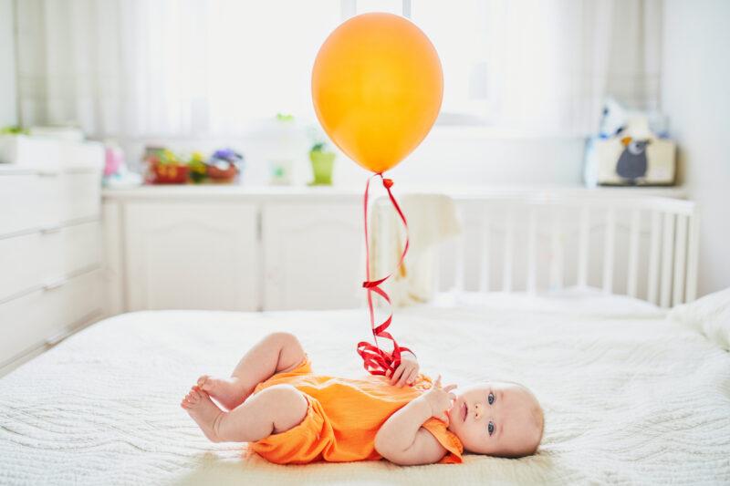 vauvan kuvaus ilmapallosomisteella