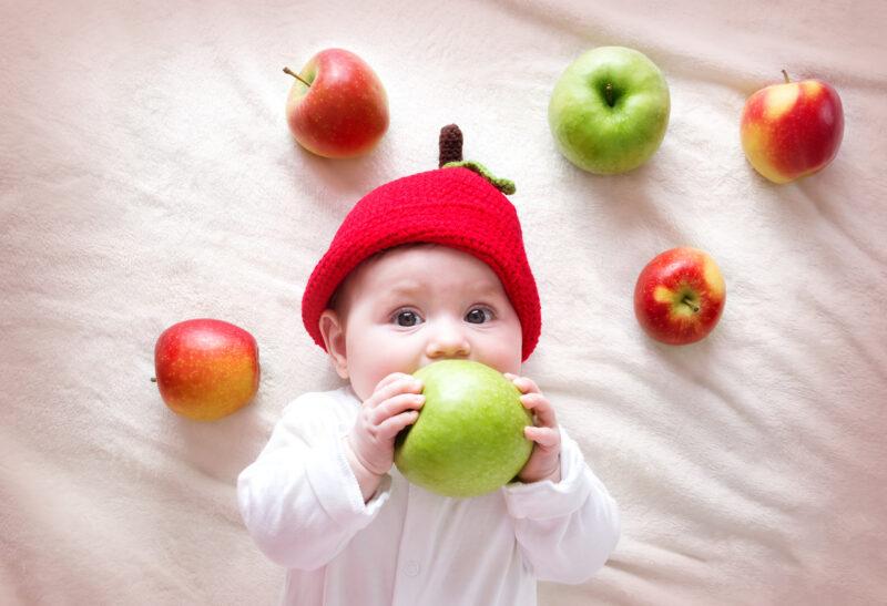 vauvavalokuvaus, jossa sommitelma omenoista