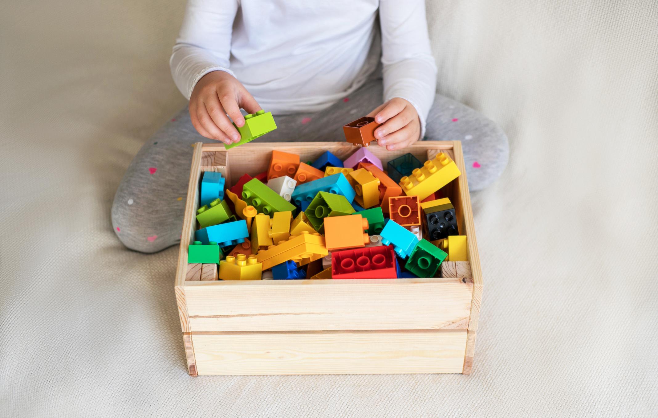 Lapsen tavarat tulisi järjestää kotona ajatuksella.